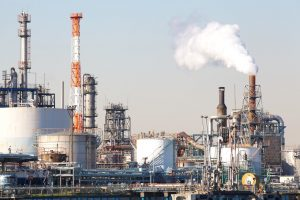 petrochemical industrial plant or oil refinery – © torsakarin - Fotolia.com