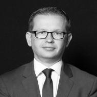 Dr. Bartosz Sujecki